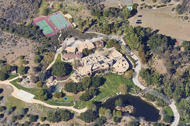 Will and Jada's sprawling Calabasas property is just one of the stylish pads they own together.