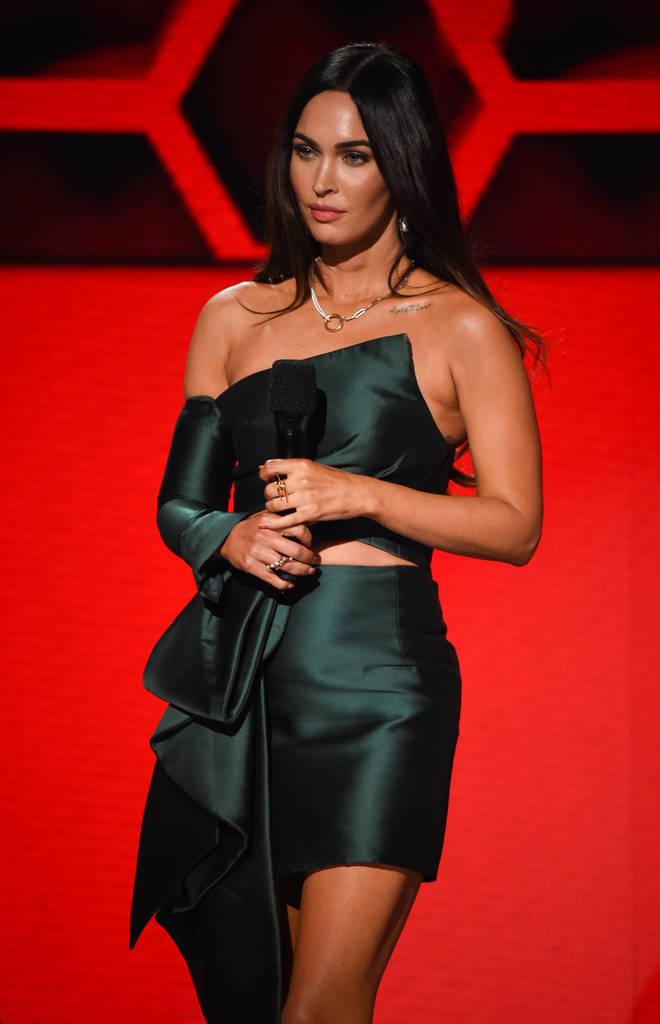 Megan Fox debuted her tattoo tribute to boyfriend Machine Gun Kelly at the AMAs last week.