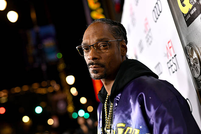 Powell accused Snoop of cheating on his wife.