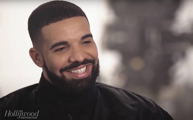Drake foi visto ostentando um pequeno diamante rosa no dente da frente.