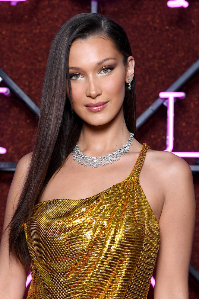 In October 2017, reports surfaced claiming Drake had been secretly wining and dining model Bella Hadid.