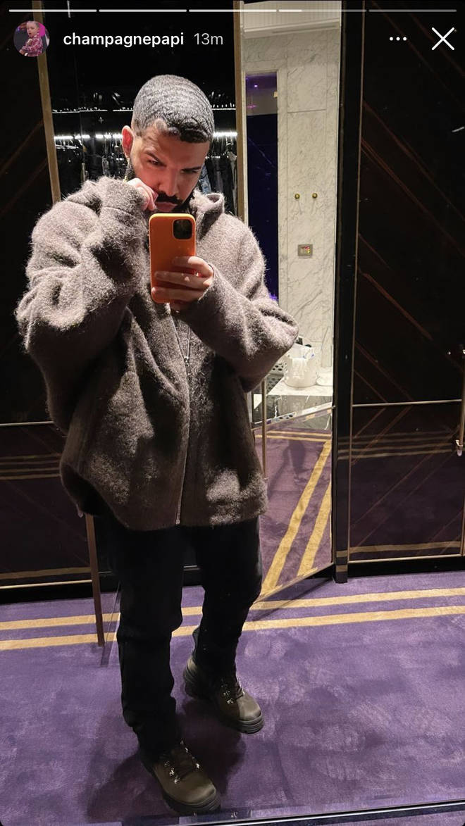 Fans reacted hilariously to Drake's mirror selfie