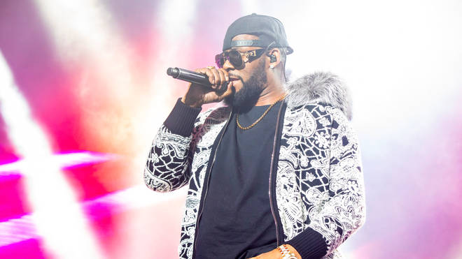 R. Kelly still performs at concert Detroit, MI amid sexual abuse allegations