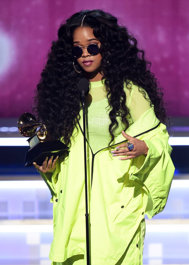 H.E.R. accepts the Best R&B Album award for 'H.E.R.'
